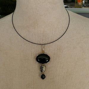 Pendant in jasper and black quartz